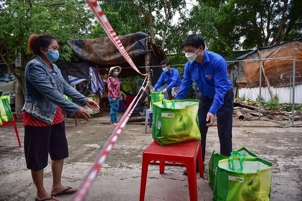 3.000 Giỏ quà nghĩa tình tiếp tục đến tay người dân khó khăn tại Cần Giờ và 5 quận tại TP.HCM