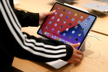 Hé lộ MacBook mới, Apple Watch mới cùng AirPods làm mới