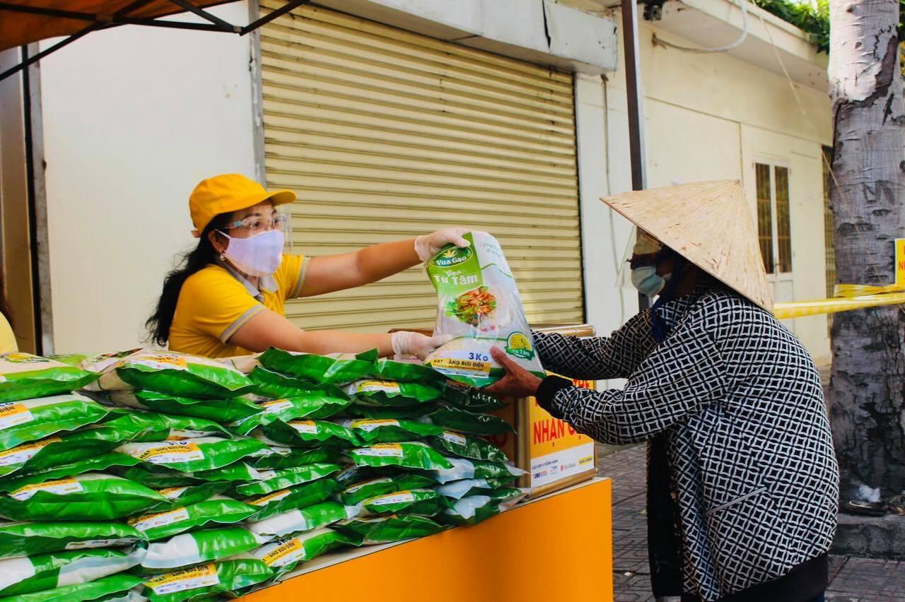 Lao động tự do mất việc, sinh viên kẹt lại Đồng Nai vì dịch được tặng gạo