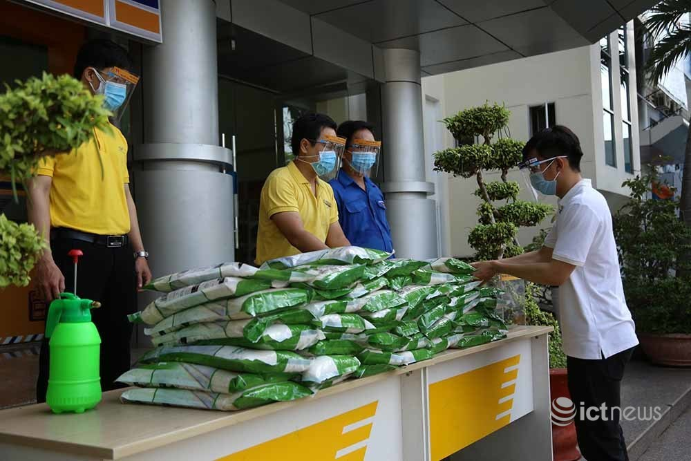Phát miễn phí gạo cho gần 17.000 người dân Tiền Giang gặp khó khăn vì Covid-19