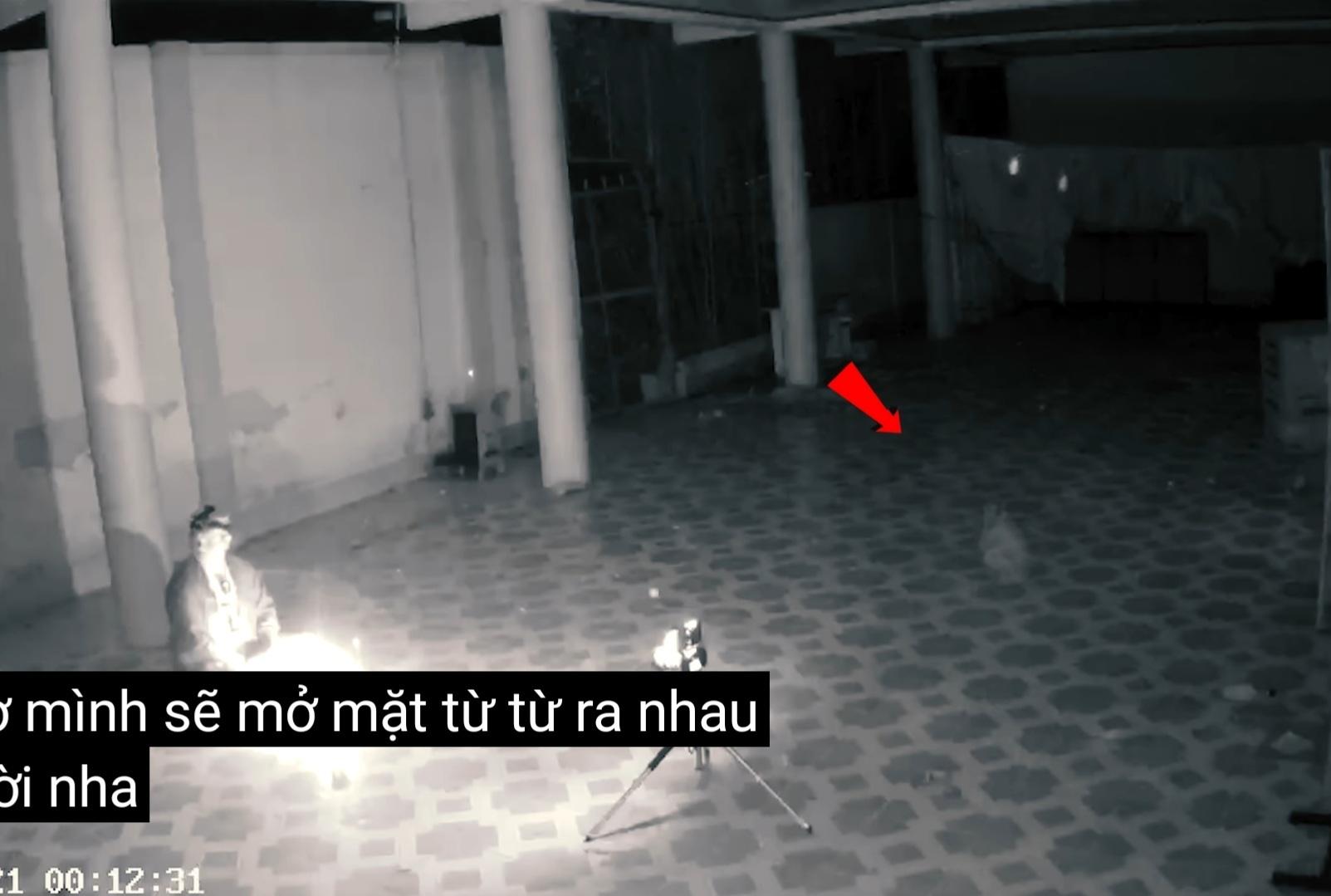 YouTuber 'bắt ma', 'nuôi vong' để câu view