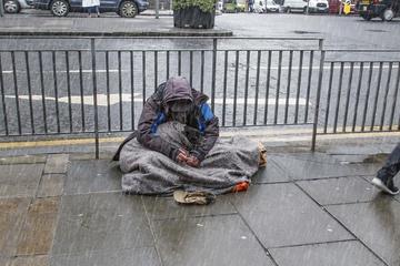 Tại sao không nên đăng hình người nghèo, vô gia cư lên mạng xã hội