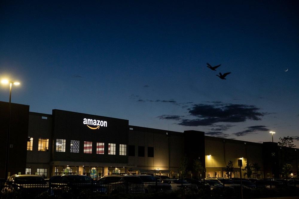 Amazon đánh bại 'vua bán lẻ' Walmart