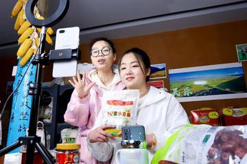 Trung Quốc quy định cả chuyện ăn mặc của livestreamer