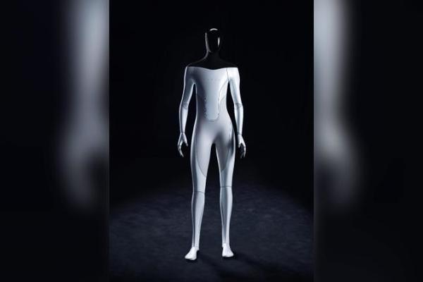 Tesla phát triển robot hình người
