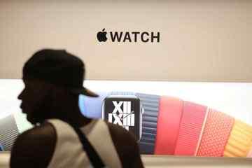 Sản xuất Apple Watch 7 gặp trục trặc