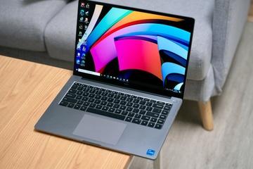 Nhu cầu laptop tăng gấp đôi, giao hàng có thể mất 3 tuần