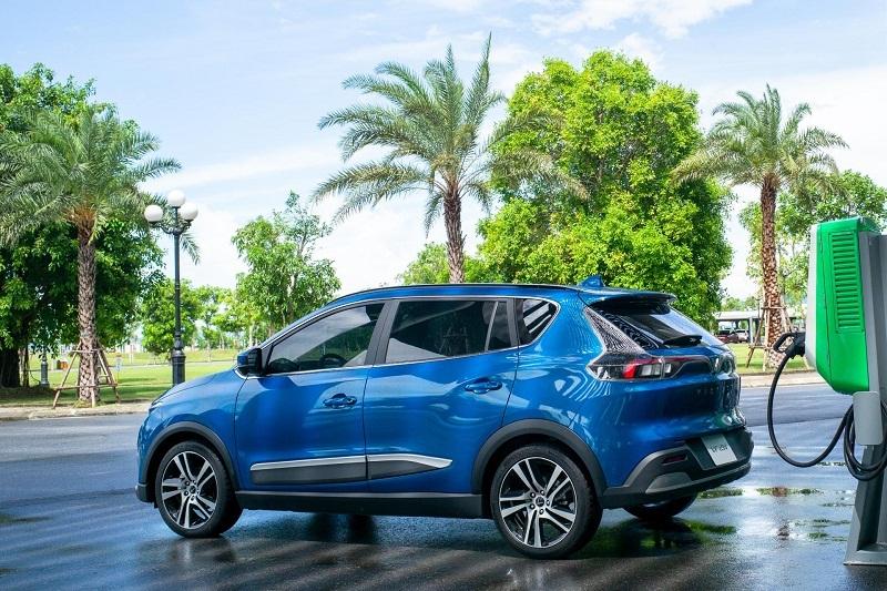 """Suất đặt cọc ô tô điện VinFast VF e34 trở thành """"hàng hot"""" trên thị trường"""