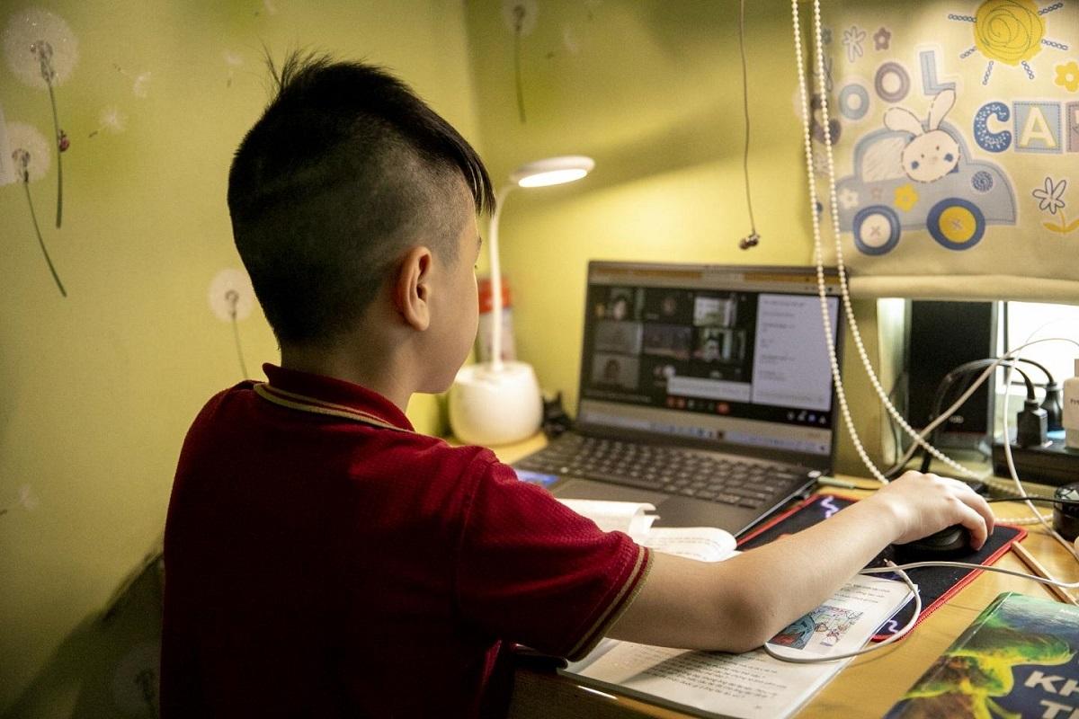 Cách bảo vệ mắt cho trẻ khi học online