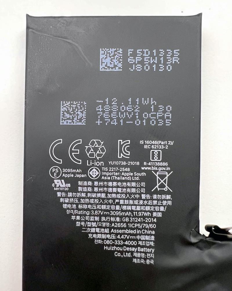 'Mổ' iPhone 13 Pro tại Việt Nam: Màn hình mỏng hơn, cụm camera thiết kế lại