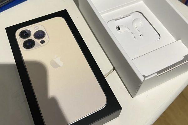 Quốc gia duy nhất trên thế giới bán iPhone 13 kèm tai nghe