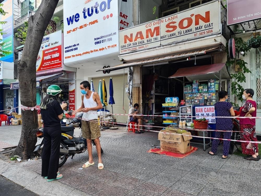 Hình ảnh Sài Gòn ngày đầu nới lỏng giãn cách qua ống kính smartphone