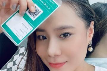 Người Sài Gòn in chứng nhận tiêm chủng lên thẻ nhựa