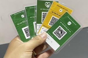 """Người dân có cần lo lắng khi """"khoe"""" thẻ xanh lên mạng?"""