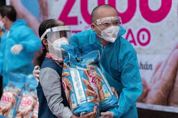 Thế Giới Di Động và Điện máy Xanh trao tặng 2.000 tấn gạo, triệu bữa ăn no cho bà con khó khăn giữa mùa dịch