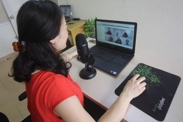 Xuất phát từ cái tâm dạy học, cô giáo sắp nghỉ hưu vẫn miệt mài bên máy tính dạy online