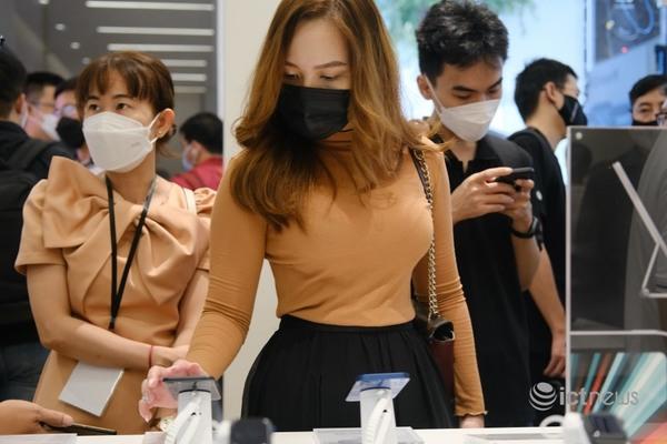 Bên trong cửa hàng đạt chuẩn Apple tại Việt Nam